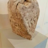 http://patrimonio.museodolom.it/files/original/Handsinstone_024.jpg